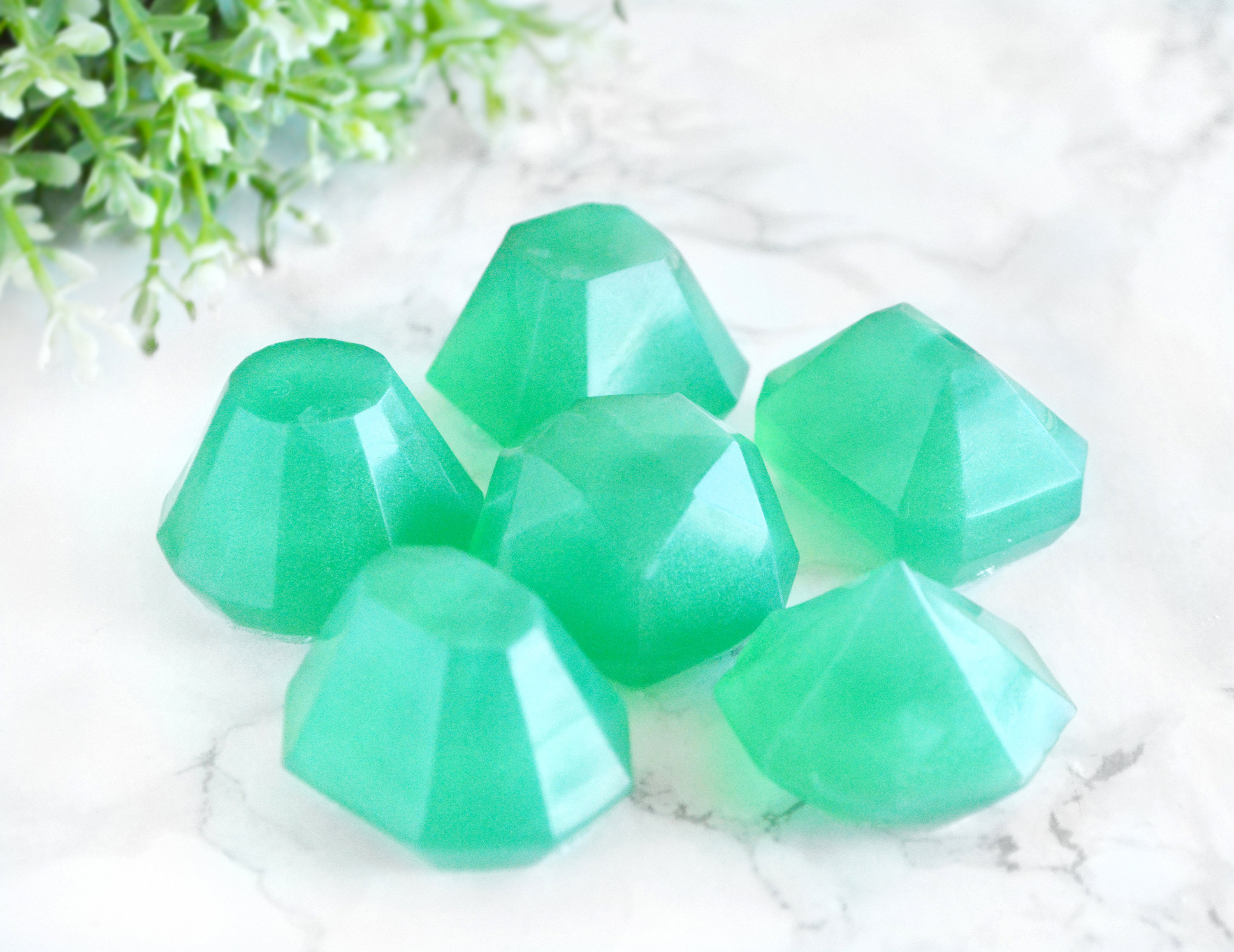 world to gemstoneguru gem of emerald green demystified gemstone an introduction the emeralds faceted